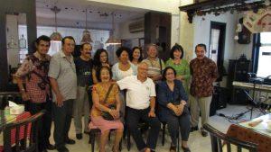 Bert Van Willegenburg bersama-sama rekan De Indo Club Surabaya