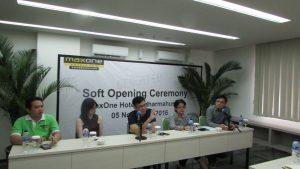 Press Conference Soft Opening Maxone Hotel di Dharmahusada Surabaya pada Sabtu Pagi (5/11/2016)