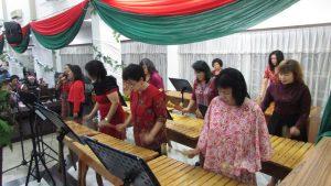 Grup Paduan Suara musik Kolintang PKP GPIB Maranatha Surabaya turut meriahkan acara Natal BAMAG Surabaya pada hari Rabu (21/12/2016)