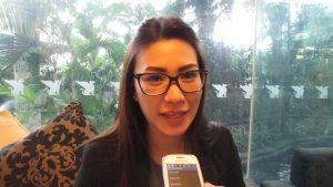 Yosefine Nandy Lestyana saat diwawancarai mengenai konsep Natal Hotel JW Marriot Surabaya