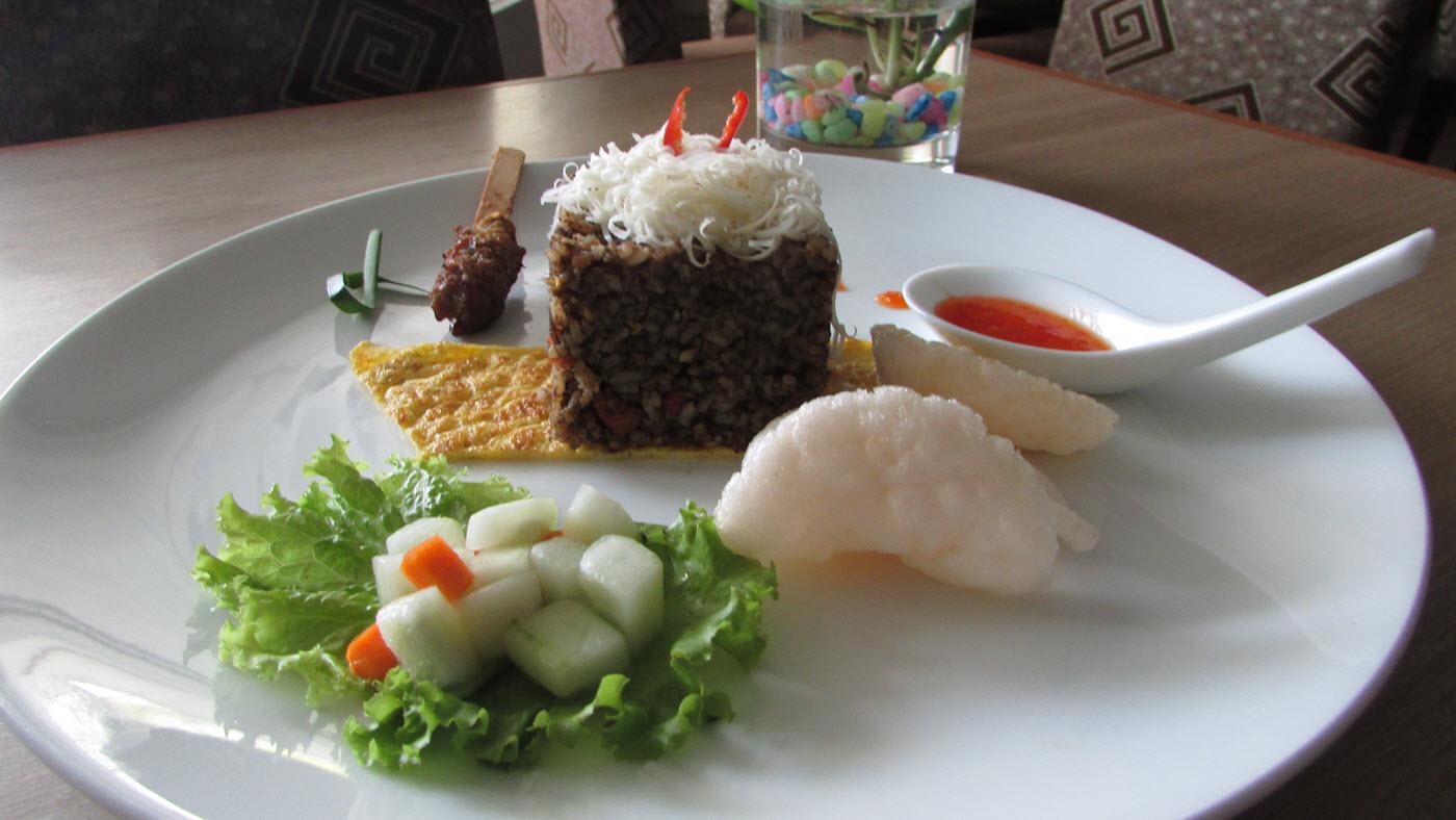 Nasi Goreng Kluwek Keju, Salah satu Menu Khas Hotel The Square Surabaya