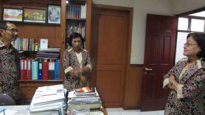 Suasana Perbincangan antar guru SMA Kristen Dharma Mulya Surabaya mengenai angkatan 93