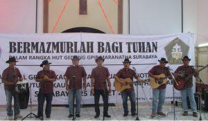 Penampilan Peserta lomba Vokal Grup Kaum Bapak Gereja Kristen se-Surabaya dari GKJW Darmo Surabaya