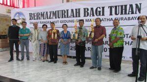 Suasana Pembagian Hadiah Lomba Vocal Grup Kaum Bapak Gereja Kristen Se-Surabaya