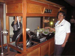 Kepala Badan Narkotika Nasional Surabaya AKBP Suparti Menunggu Hidangan Mie Tek Tek Hotel Santika Pandegiling Surabaya