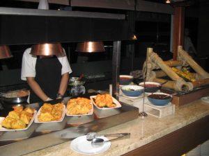 Beragam aneka Gorengan di Hotel Santika Premiere Gubeng Surabaya untuk hidangan pada Bulan Suci Ramadhan 2017 di Hotel Santika Premiere Surabaya