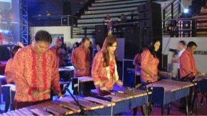 Kelompok Grup Musik Kulintang K2S Jawa Timur hibur para pengunjung acara Jesus Reigns