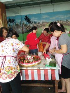 Peserta dari Gereja Katolik Bunda Hati Kudus Jakarta