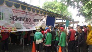 Suasana Sembako Murah yang diadakan oleh Sekolah Ciputra Surabaya pada hari Sabtu (11/11/2017)