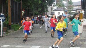 suasana lari kegiatan Cross Country di sekitar Sekolah Ciputra Surabaya pada hari Rabu (29/11/2017)