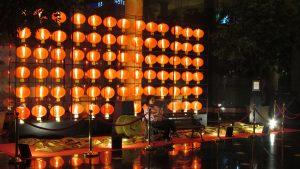 Lampion - lampion di area hotel JW Marriott Surabaya menambah semarak perayaan Imlek