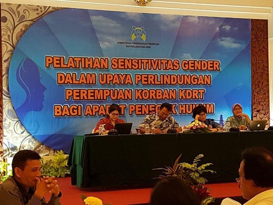 Para pembicara dari Kementerian PPPA, Aparat penegak hukum berpengalaman, Ombudsman RI, Komnas Perempuan, Akademisi, dan pihak UPT P2TP2A mengulas penanganan perlindungan anak dan perempuan