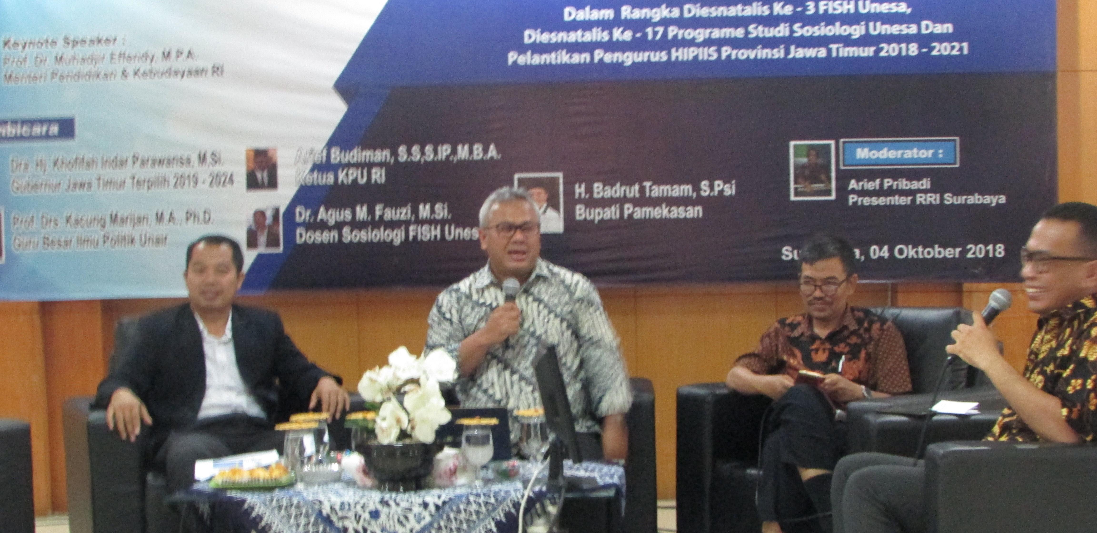 """Suasana Seminar Nasional dan Diskusi Interaktif """"Dinamika Perpolitikan Nasional"""" pada hari Kamis (4/10/2018) di Universitas Negeri Surabaya"""