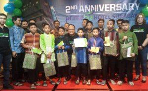 Foto bersama dengan anak-anak yayasan Siti Winafiah Surabaya usai acara ulang tahun kedua Primebiz hotel Surabaya