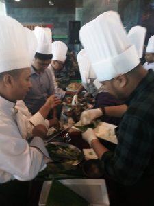 Proses pembuatan ayam Lodho