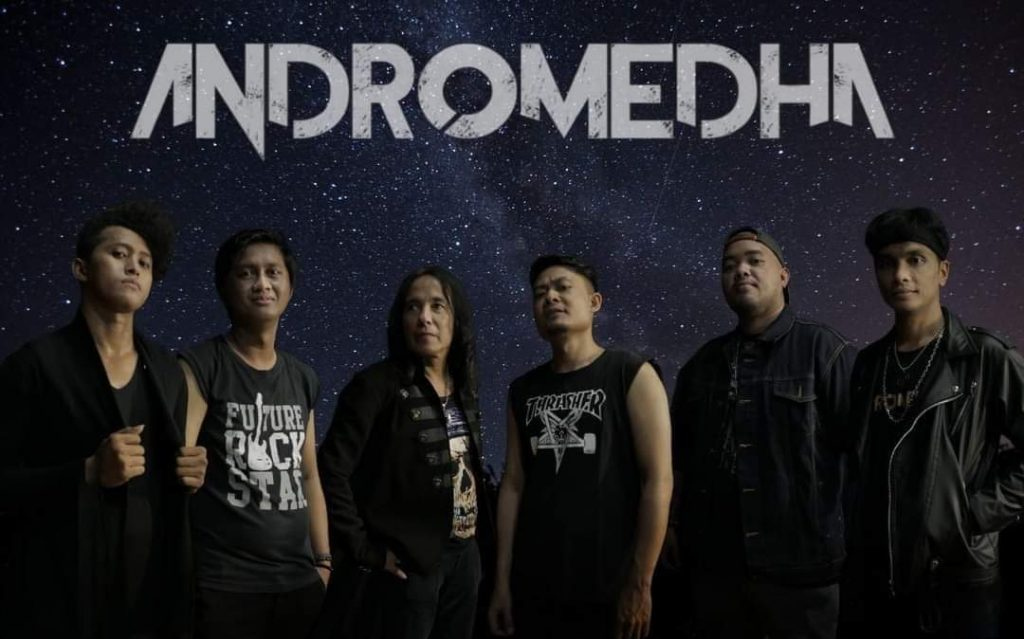 Andromedha band hibur penggemarnya melalui live streaming channel Youtube Ibis Style Jemursari Surabaya, pada Jumat lalu (23/10/2020)