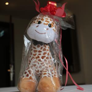 boneka Jerapah Luminor Hotel Kota yang dapat dimiliki oleh tamu hotel_