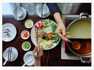 Menu Makanan Steamboat Jumbo dengan kuah tom yam dan Kaldu Ayam di Wajik Restaurant Hotel Luminor Kota