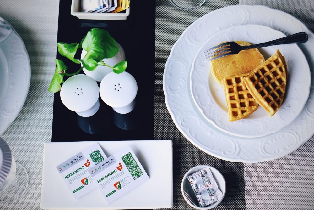 Herbamuno+ milik PT Mustika Ratu yang disajikan kepada para tamu hotel Sheraton Mustika Yogyakarta saat menikmati sarapan pagi