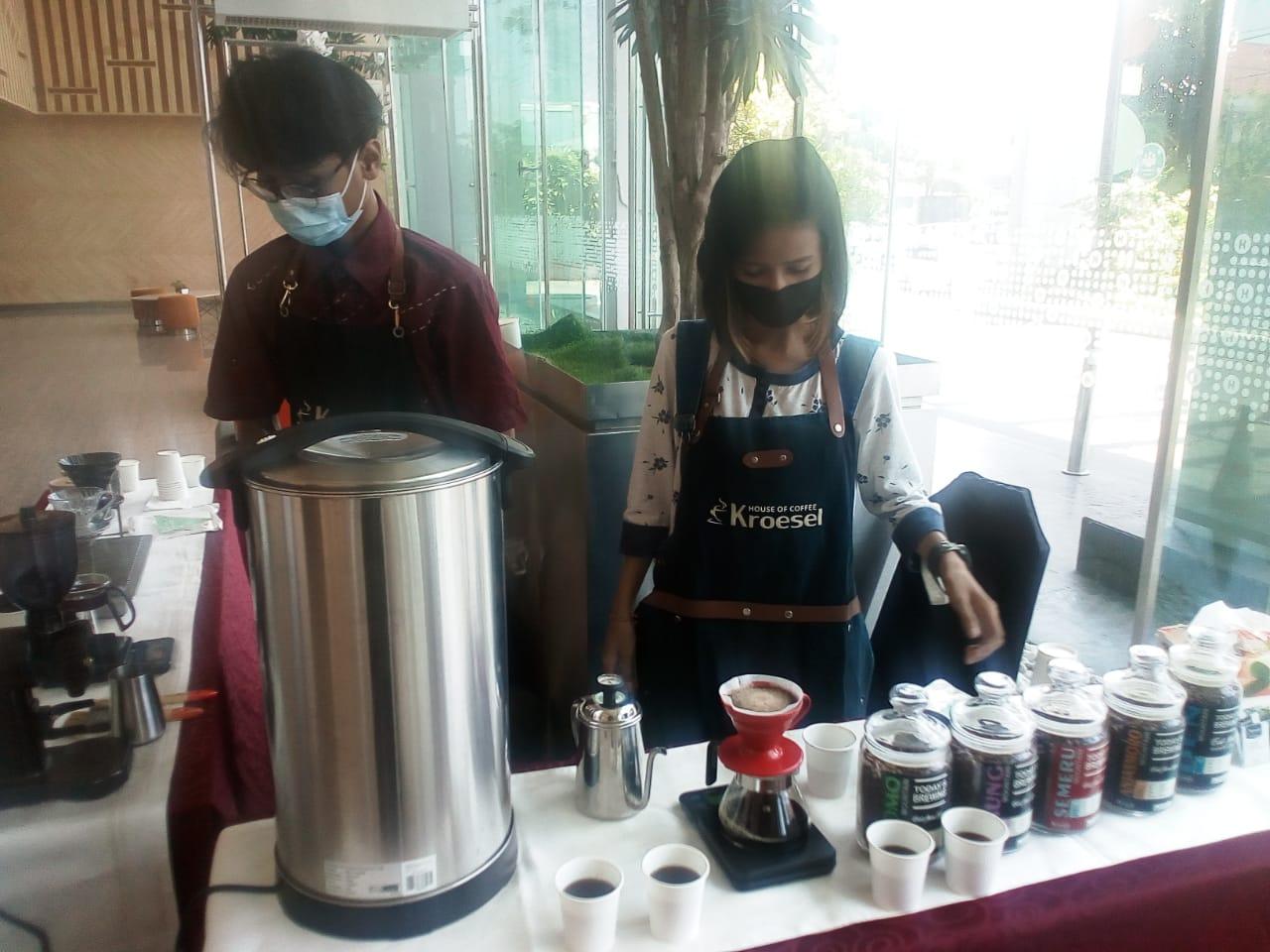 Hari Kopi Sedunia, HARRIS Hotel Gubeng Surabaya Hadirkan Kopi House Kroesel